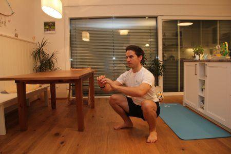 Grundübungen im Bodyweight Training - Kniebeuge